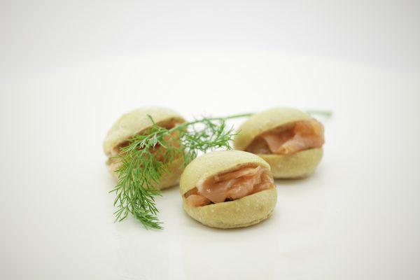 petits fours au saumon et brun d'aneth